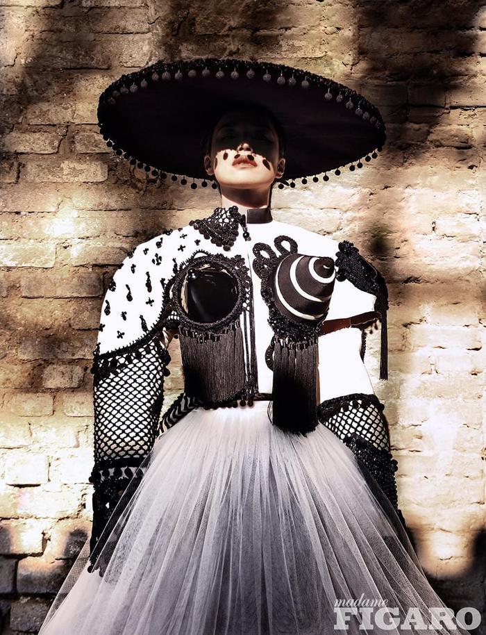 Thư Kỳ lộng lẫy khoác toàn váy Haute Couture trên tạp chí số Kim Cửu Ảnh 4