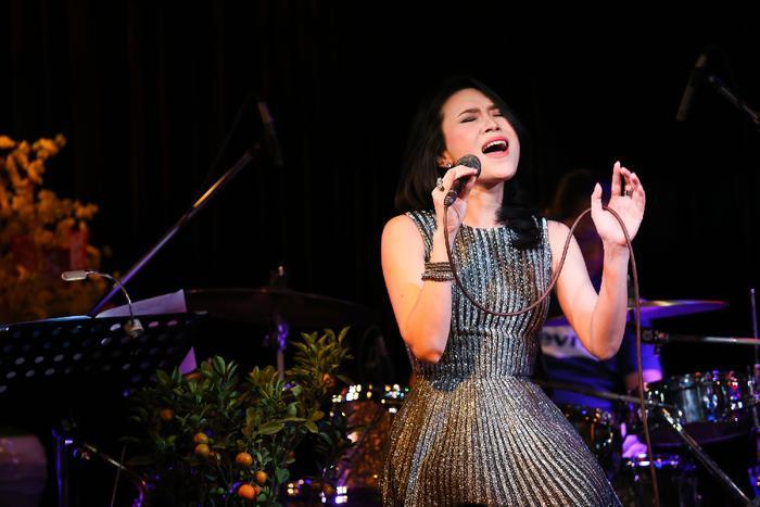 Bất ngờ bị fan yêu cầu hát bài lạ, Mỹ Tâm có pha phản ứng dễ thương 'đi vào lòng người'