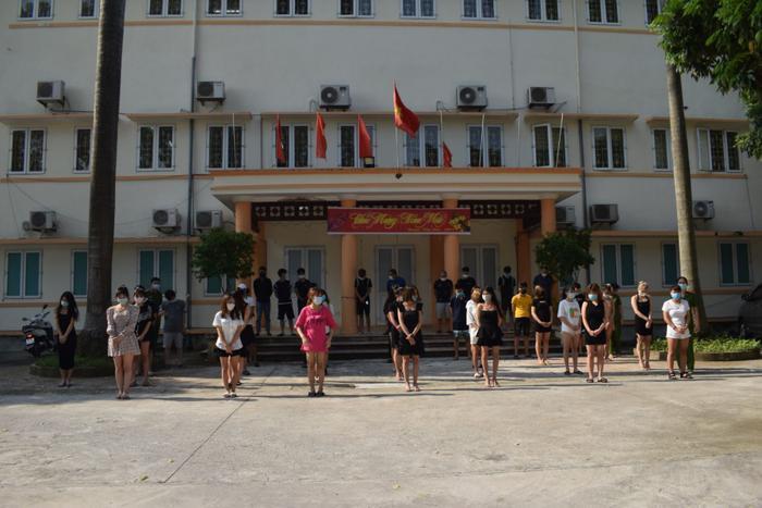 Hưng Yên: Bắt giữ hơn 40 đối tượng bất chấp dịch bệnh, tụ tập hát karaoke, một số 'phê' ma tuý Ảnh 1