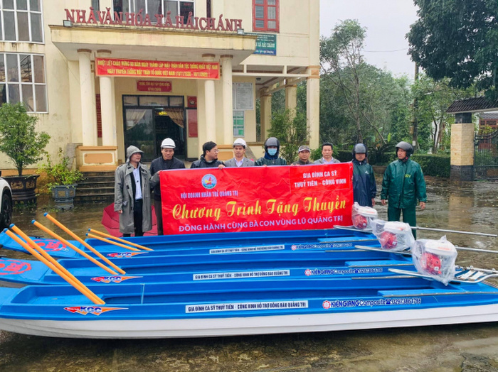 Thực hư việc 10 chiếc thuyền máy cứu trợ lũ lụt để tên riêng của Thủy Tiên và Công Vinh? Ảnh 5