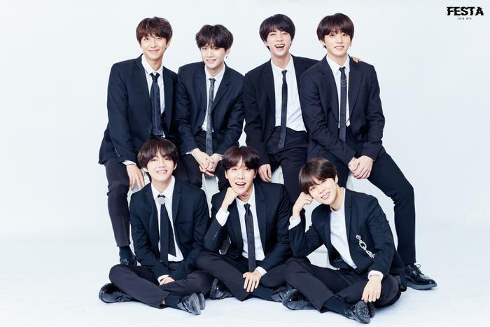 BTS xuất hiện cùng Tổng thống Moon Jae In trong lễ bổ nhiệm Đặc phái viên Văn hoá Tương lai Ảnh 9