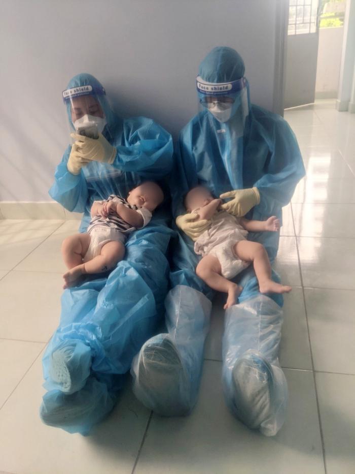 2 bé sơ sinh F0 bị bỏ rơi và những đêm trắng của 'vú em đời đầu': 'Yêu thương chân thành nó kỳ lạ vậy đó' Ảnh 1