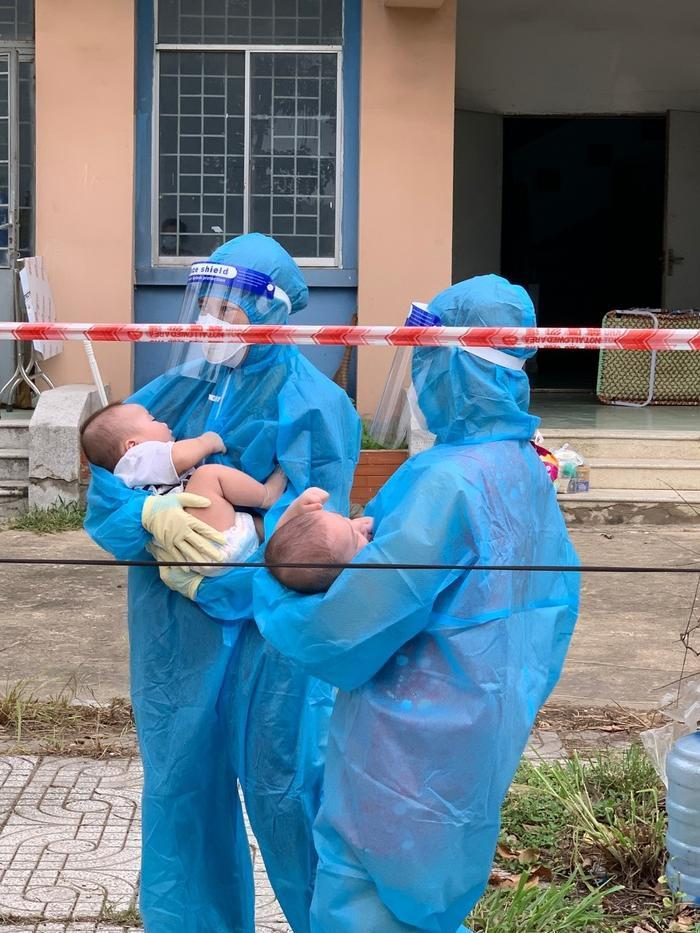 2 bé sơ sinh F0 bị bỏ rơi và những đêm trắng của 'vú em đời đầu': 'Yêu thương chân thành nó kỳ lạ vậy đó' Ảnh 5