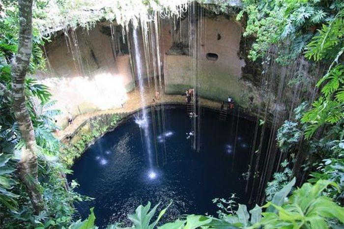 Chiêm ngưỡng cảnh đẹp 'mê hồn' của 6 hố tự nhiên trên thế giới Ảnh 5