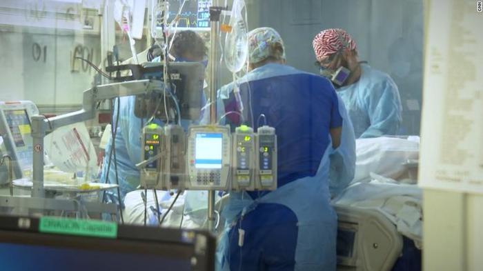 Bệnh nhân Covid-19 áp đảo trong phòng ICU Mỹ: 'Đại dịch này là Thế chiến thứ II'