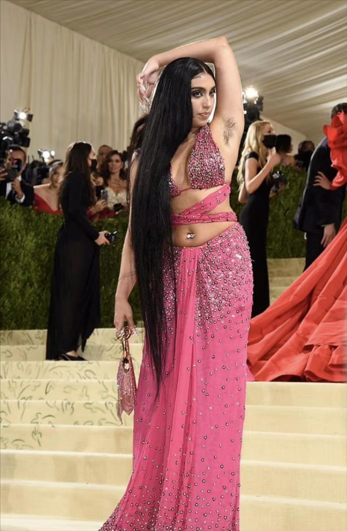 Con gái Madonna vô tư khoe bụng mỡ, lông nách trên thảm đỏ Met Gala 2021 Ảnh 1