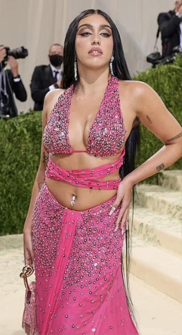 Con gái Madonna vô tư khoe bụng mỡ, lông nách trên thảm đỏ Met Gala 2021 Ảnh 2