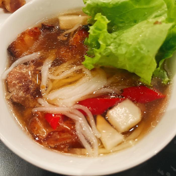 Hoa hậu Mai Phương Thúy 'chật vật' khi làm món bún chả bằng lò nướng Ảnh 4
