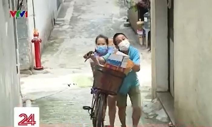 Hoàn cảnh gia đình khó khăn, ông bố bật khóc vì không thể mua điện thoại cho con học online Ảnh 1