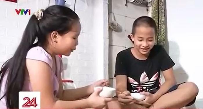 Hoàn cảnh gia đình khó khăn, ông bố bật khóc vì không thể mua điện thoại cho con học online Ảnh 3