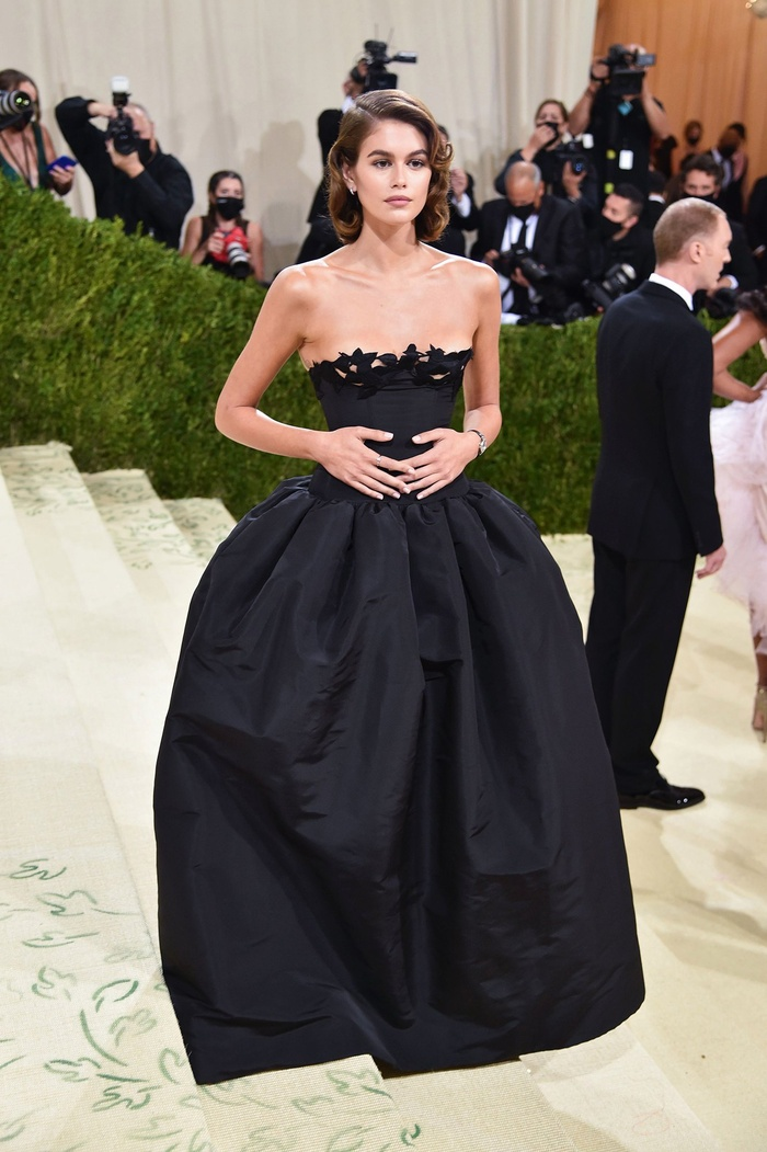 Top 10 bộ váy đẹp nhất tại đại tiệc thời trang Met Gala 2021, ai cũng trầm trồ nức nở! Ảnh 7