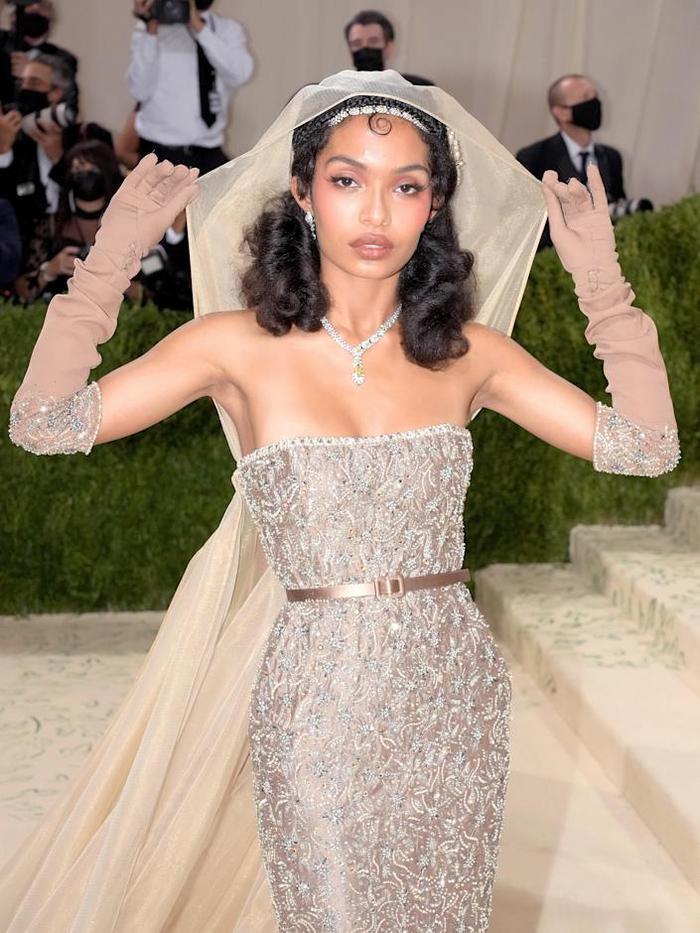 Top 10 bộ váy đẹp nhất tại đại tiệc thời trang Met Gala 2021, ai cũng trầm trồ nức nở! Ảnh 9