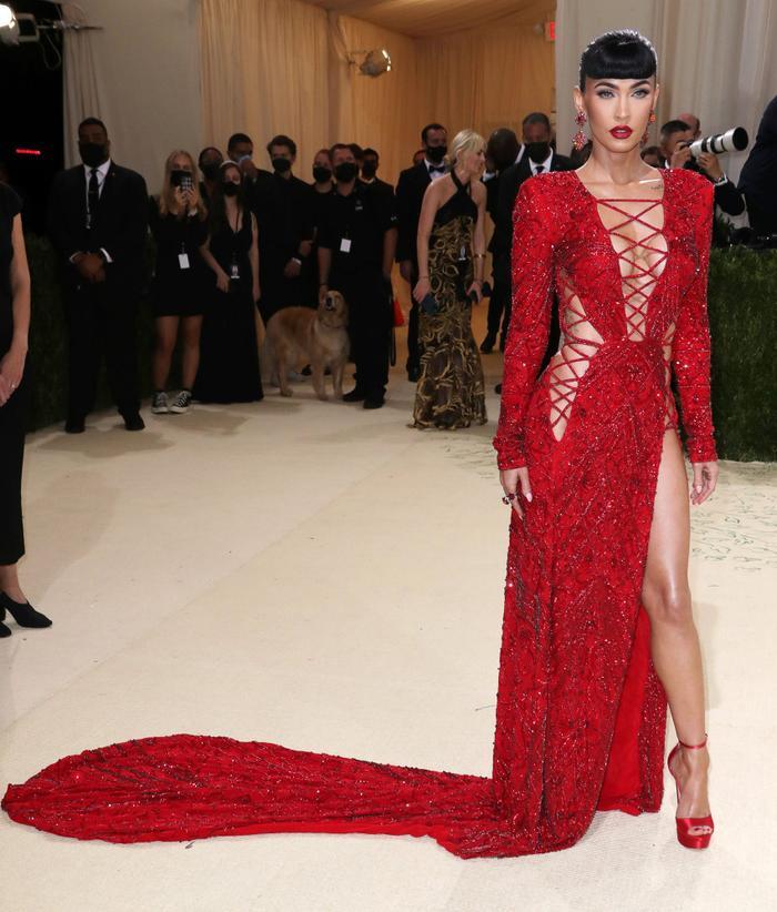 Top 10 bộ váy đẹp nhất tại đại tiệc thời trang Met Gala 2021, ai cũng trầm trồ nức nở! Ảnh 5