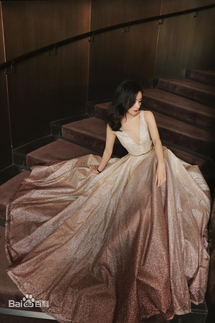 Top 20 sao nữ Hoa Ngữ hot nhất trên 'Youtube Trung Quốc': Địch Lệ Nhiệt Ba độc chiếm ngôi đầu