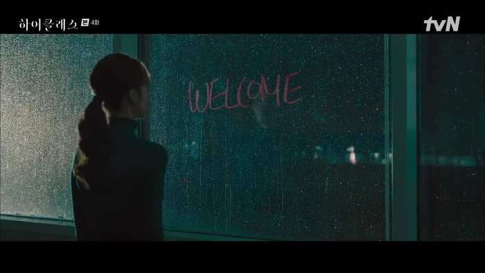 Cảnh hôn dưới trăng của Kim Yoo Jung và Ahn Hyo Seop giúp phim 'Lovers of the Red Sky' đạt rating 'khủng'