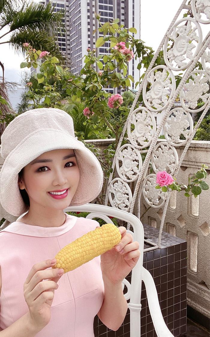 Hoa hậu Giáng My khiến dân tình ganh tỵ nhan sắc trẻ đẹp ở tuổi U50 Ảnh 6