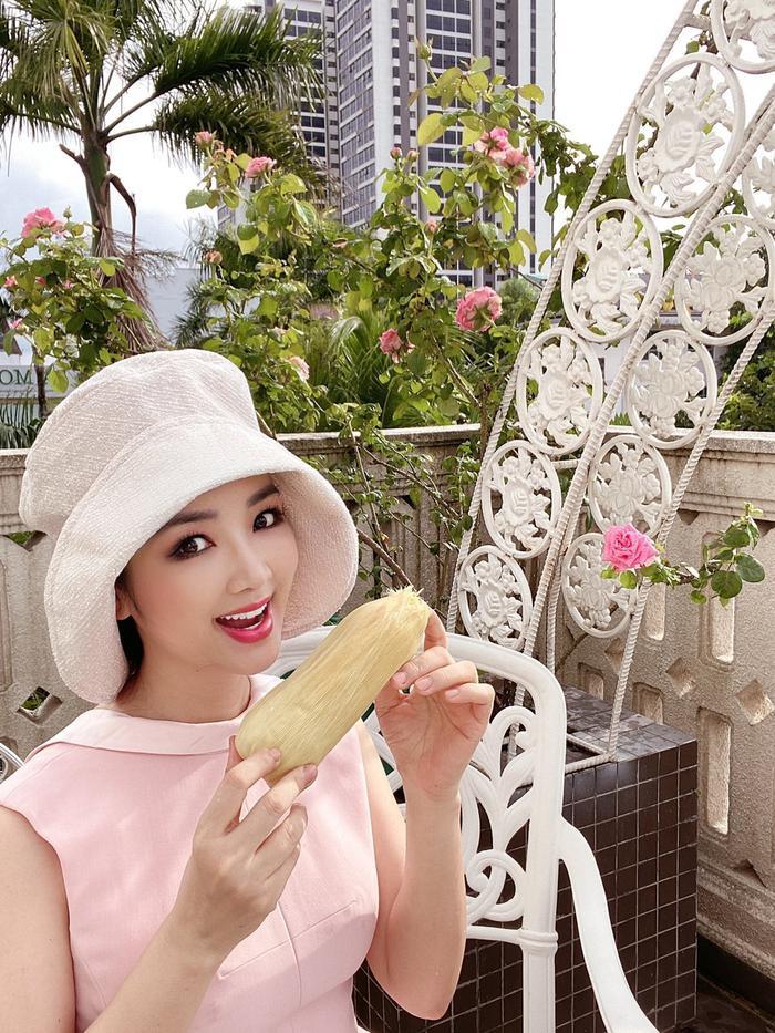 Hoa hậu Giáng My khiến dân tình ganh tỵ nhan sắc trẻ đẹp ở tuổi U50 Ảnh 5