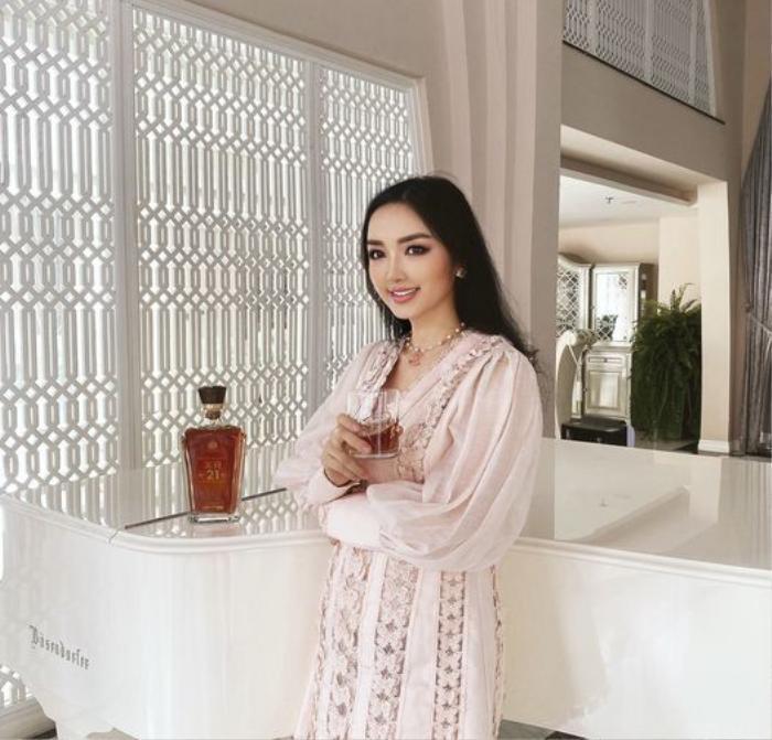 Hoa hậu Giáng My khiến dân tình ganh tỵ nhan sắc trẻ đẹp ở tuổi U50 Ảnh 4