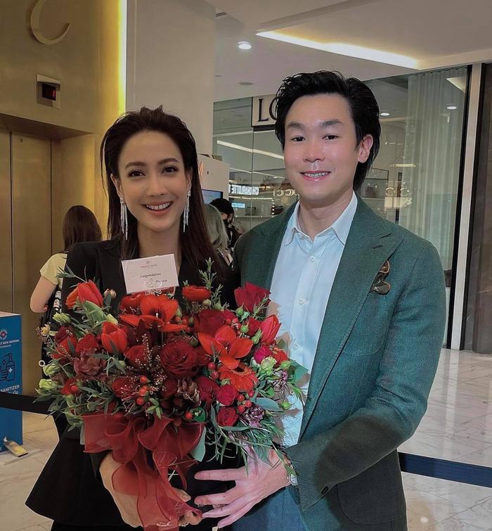 Thực hư việc nữ diễn viên Thái Lan Taew Natapohn được bạn trai đại gia cầu hôn sau 1 năm mặn nồng?