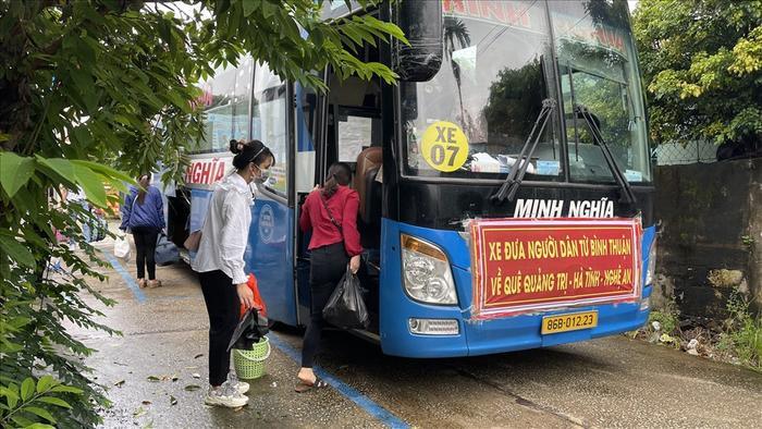 Bình Thuận tổ chức đưa 15 người trong vụ ngồi thùng xe đông lạnh né chốt kiểm dịch về quê Ảnh 2