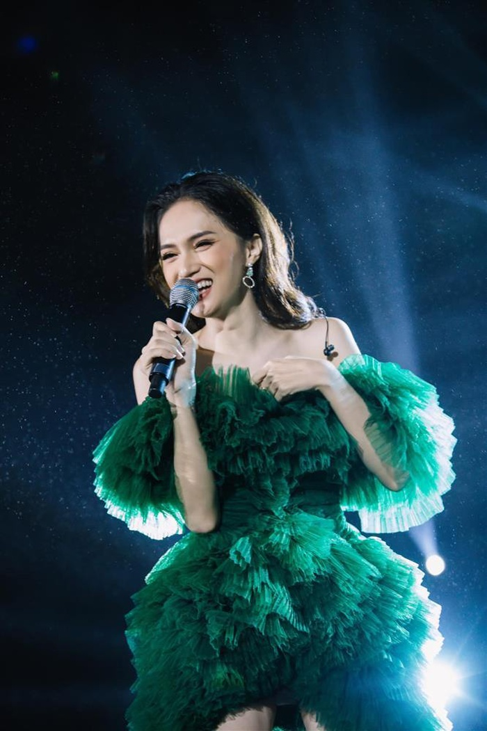Soi lại clip hát live cũ, Hương Giang bất ngờ được nhận xét hát giống Jisoo (BlackPink)?