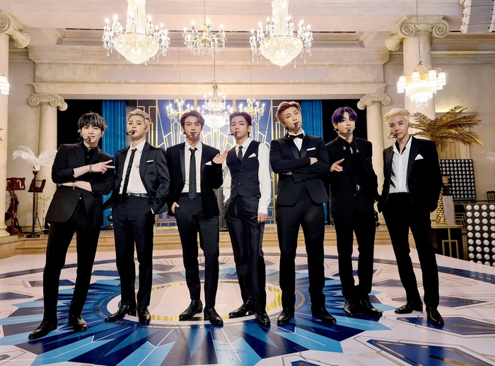 Vừa nhận bằng bổ nhiệm đặc phái viên, BTS đã tiếp tục 'chốt đơn' concert online mới toanh