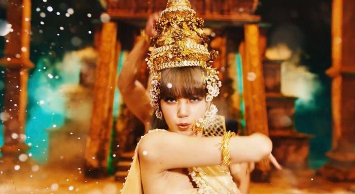 Miss Grand VietNam Thùy Tiên cosplay Lisa, fan ngây ngất vì quá đẹp Ảnh 8