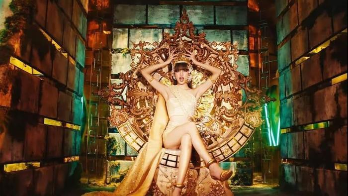 Miss Grand VietNam Thùy Tiên cosplay Lisa, fan ngây ngất vì quá đẹp Ảnh 6