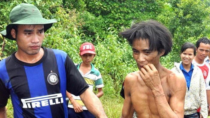 Cuộc sống của 'người rừng' Hồ Văn Lang trước khi qua đời vì ung thư trên báo quốc tế Ảnh 2