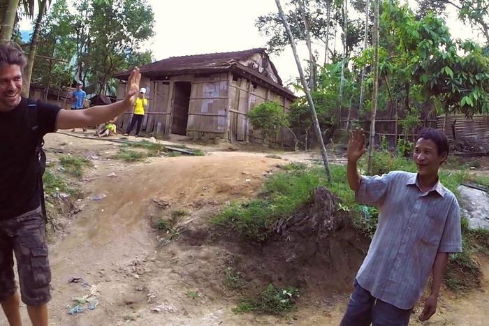 Cuộc sống của 'người rừng' Hồ Văn Lang trước khi qua đời vì ung thư trên báo quốc tế Ảnh 4