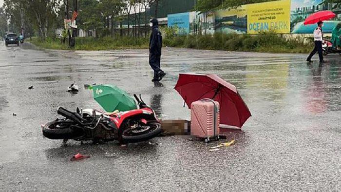 Hà Nội: Đôi nam nữ đi xe máy trên đường bị sét đánh tử vong thương tâm Ảnh 1