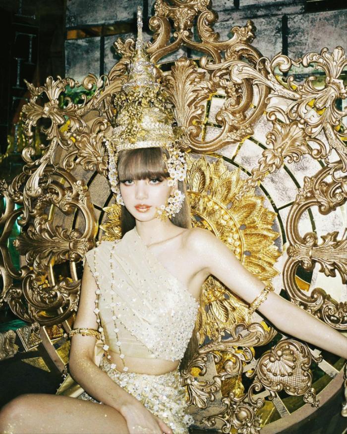 Thùy Tiên gây xôn xao khi nói tiếng Thái kèm tạo hình đậm chất gái Thái giống MV mới của Lisa Ảnh 2