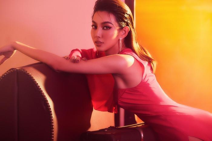 Thùy Tiên gây xôn xao khi nói tiếng Thái kèm tạo hình đậm chất gái Thái giống MV mới của Lisa Ảnh 7