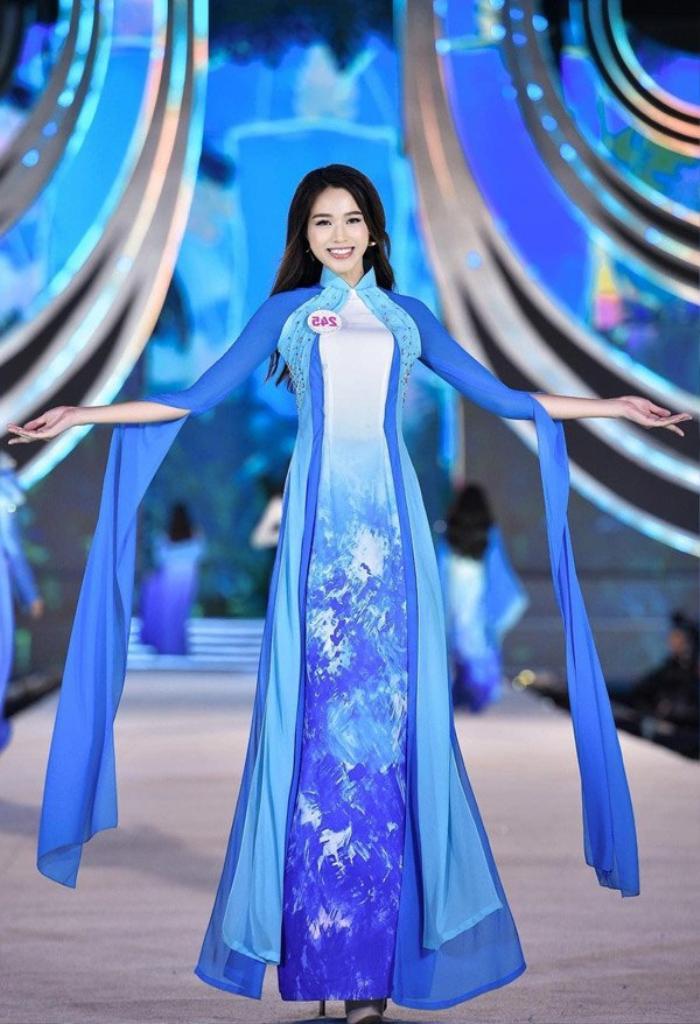 Fan sắc đẹp phát sốt vì chiếc áo dài 'thần thánh', cứ mặc lên là auto thành Hoa hậu Ảnh 4
