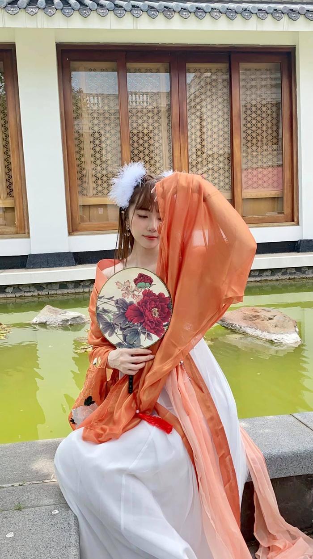 Hậu nghi vấn sống chung, Quỳnh Nga và Việt Anh cùng hóa chị Hằng chú Cuội 'hạ phàm' chơi trăng Ảnh 4