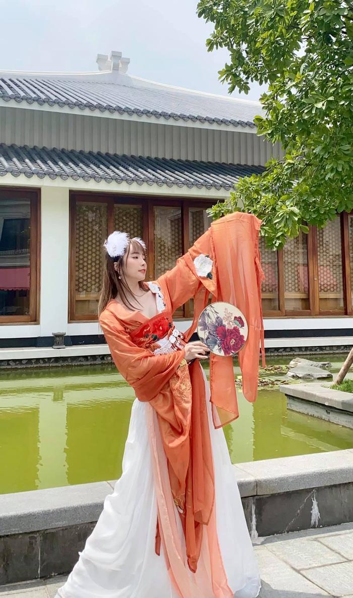 Hậu nghi vấn sống chung, Quỳnh Nga và Việt Anh cùng hóa chị Hằng chú Cuội 'hạ phàm' chơi trăng Ảnh 5