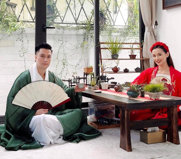 Hậu nghi vấn sống chung, Quỳnh Nga và Việt Anh cùng hóa chị Hằng chú Cuội 'hạ phàm' chơi trăng Ảnh 11