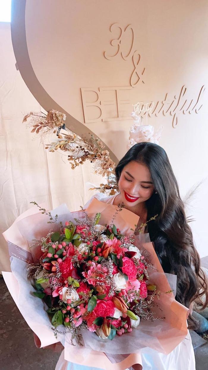 Hoa hậu Phạm Hương lần đầu công khai hình ảnh rõ mặt của con trai thứ hai Ảnh 7