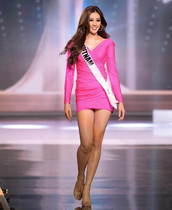 Khánh Vân biến hoá bộ váy phong thủy đưa cô vào Top 21 Miss Universe với 1001 style đẹp xỉu Ảnh 2