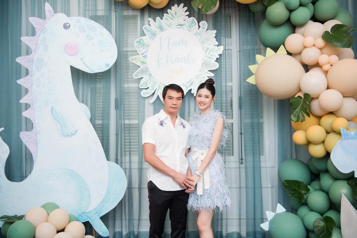 Á hậu Thanh Tú thông báo mang thai lần hai với loạt ảnh high fashion xịn mịn Ảnh 9