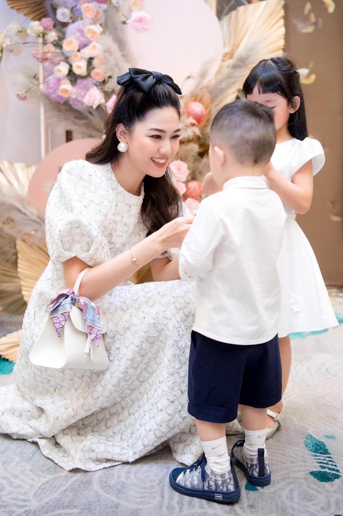Á hậu Thanh Tú thông báo mang thai lần hai với loạt ảnh high fashion xịn mịn Ảnh 10