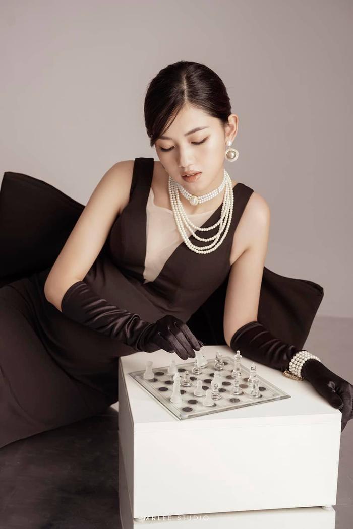 Á hậu Thanh Tú thông báo mang thai lần hai với loạt ảnh high fashion xịn mịn Ảnh 4