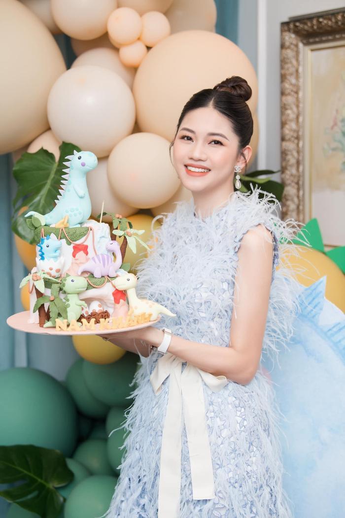 Á hậu Thanh Tú thông báo mang thai lần hai với loạt ảnh high fashion xịn mịn Ảnh 8