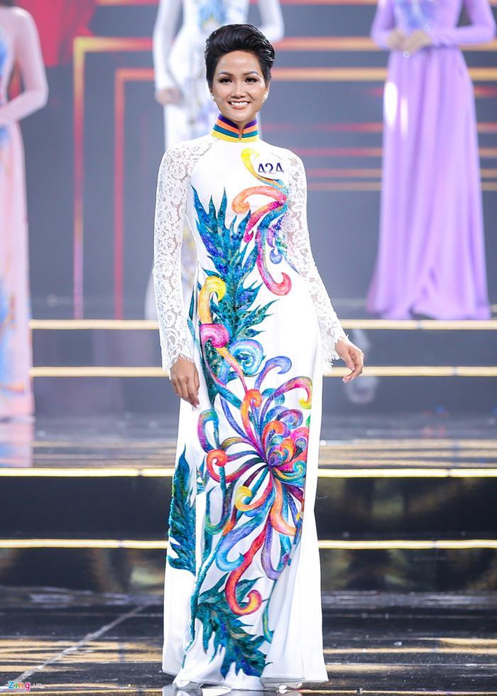 H'Hen Niê khuyên thí sinh Miss Universe Vietnam 2021: 'Ban tổ chức không đi tìm Phạm Hương thứ 2' Ảnh 2