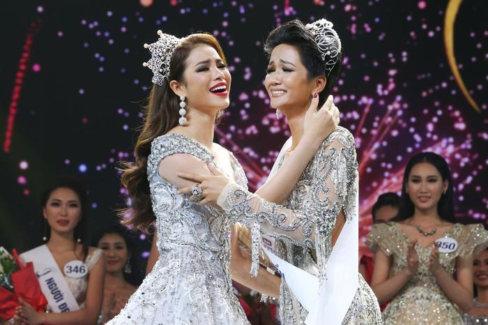 H'Hen Niê khuyên thí sinh Miss Universe Vietnam 2021: 'Ban tổ chức không đi tìm Phạm Hương thứ 2' Ảnh 4