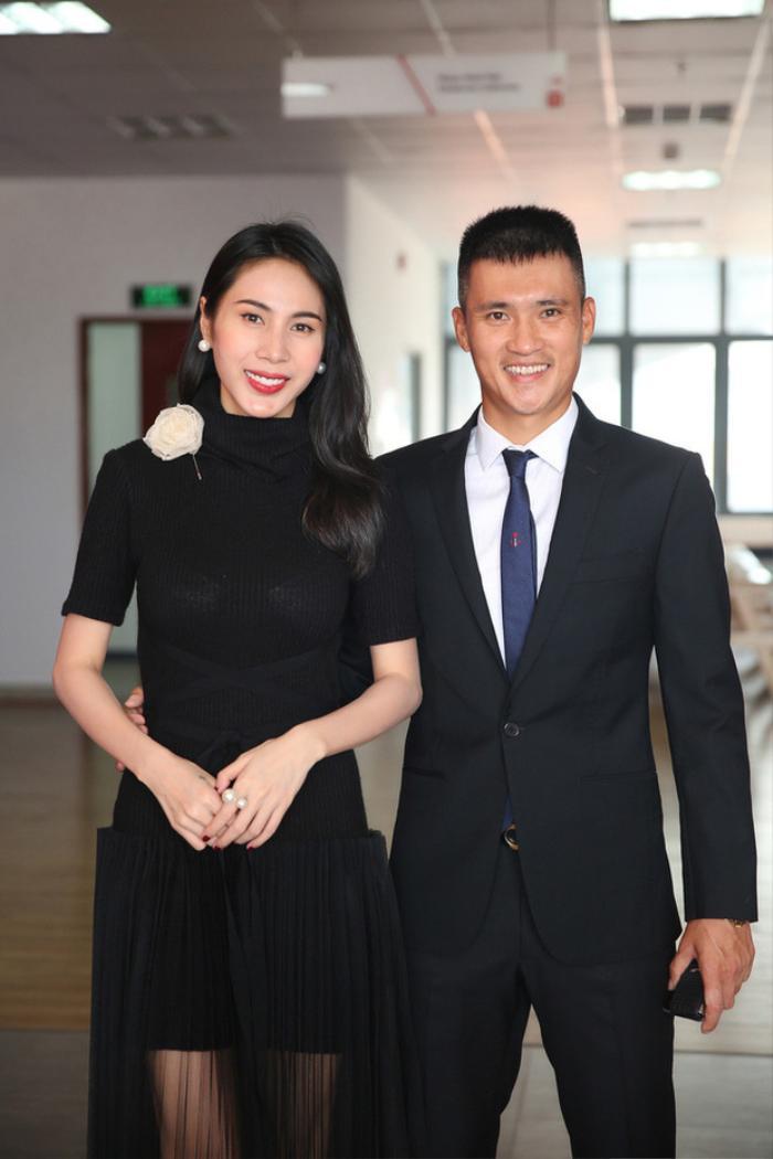 Sao Việt kiếm tiền bằng nghề tay trái: Thủy Tiên, Trấn Thành, Ngọc Trinh khiến dân tình trầm trồ Ảnh 1