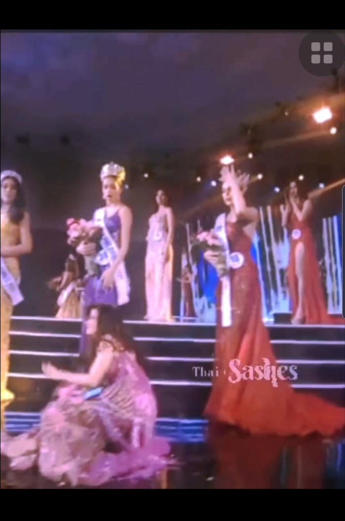 Miss World Philippines bị 'té sấp mặt' 2 lần trong đêm chung kết dài 5 tiếng rưỡi Ảnh 7