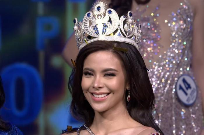 Miss World Philippines bị 'té sấp mặt' 2 lần trong đêm chung kết dài 5 tiếng rưỡi Ảnh 2
