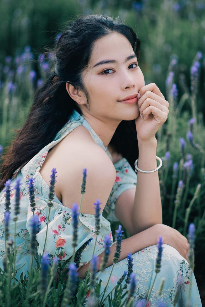 Nam Em xinh đẹp như ngọc nữ, nhá hàng sản phẩm mới do chính cô đạo diễn Ảnh 9