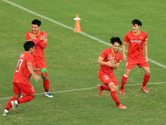 Đội hình chính của tuyển Việt Nam trước Trung Quốc: Ông Park bày quân bất ngờ Ảnh 1